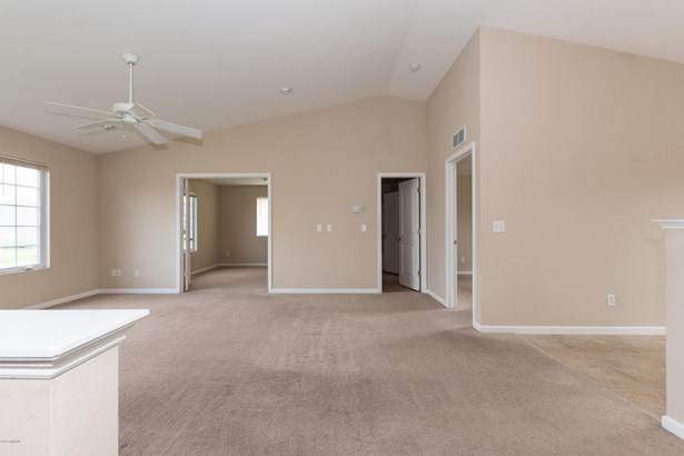 Single Family Residence, Bi-Level - Vicksburg, MI (photo 4)