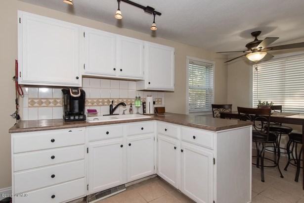 Cape Cod, Single Family Residence - Kalamazoo, MI (photo 5)