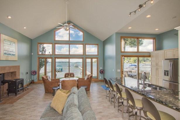Single Family Residence, Contemporary - Shelbyville, MI (photo 4)