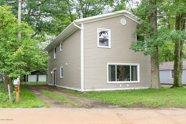 Single Family Residence, Traditional - Gobles, MI (photo 1)