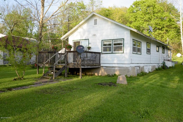 Single Family Residence, Bungalow - Bloomingdale, MI