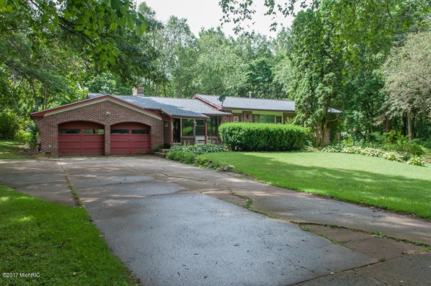 Single Family Residence, Ranch - Albion, MI (photo 3)