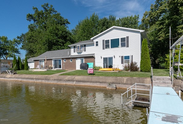 Single Family Residence, Contemporary - Coldwater, MI (photo 2)