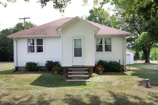 Single Family Residence, Ranch - Three Rivers, MI (photo 2)