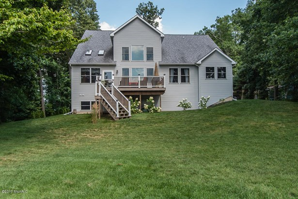 Single Family Residence, Traditional - Delton, MI (photo 3)
