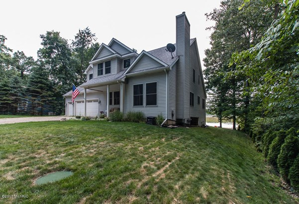 Single Family Residence, Traditional - Delton, MI (photo 5)
