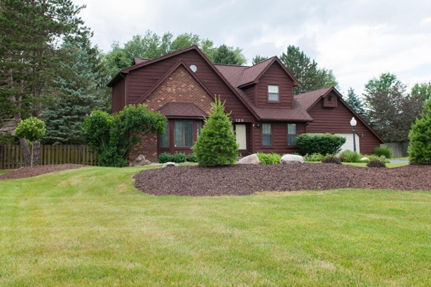 Single Family Residence, Traditional - Battle Creek, MI (photo 4)