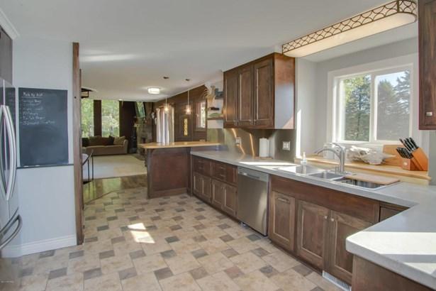 Chalet, Single Family Residence - Scotts, MI (photo 4)