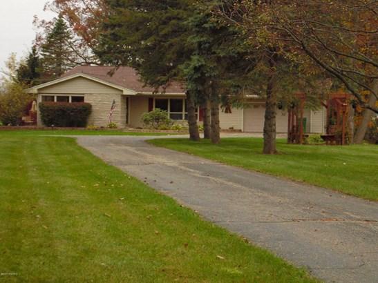 Single Family Residence, Quad Level - Marshall, MI (photo 2)