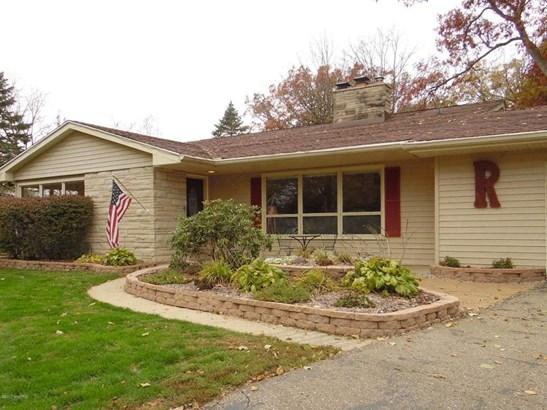 Single Family Residence, Quad Level - Marshall, MI (photo 4)