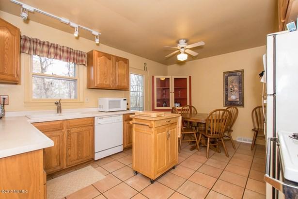 Tri-Level, Single Family Residence - Portage, MI (photo 2)