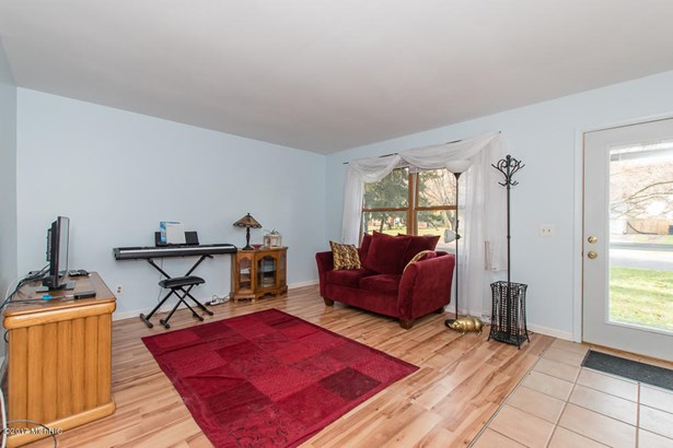 Tri-Level, Single Family Residence - Portage, MI (photo 3)