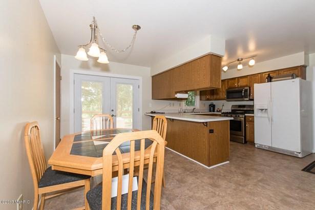 Single Family Residence, Ranch - Bellevue, MI (photo 4)