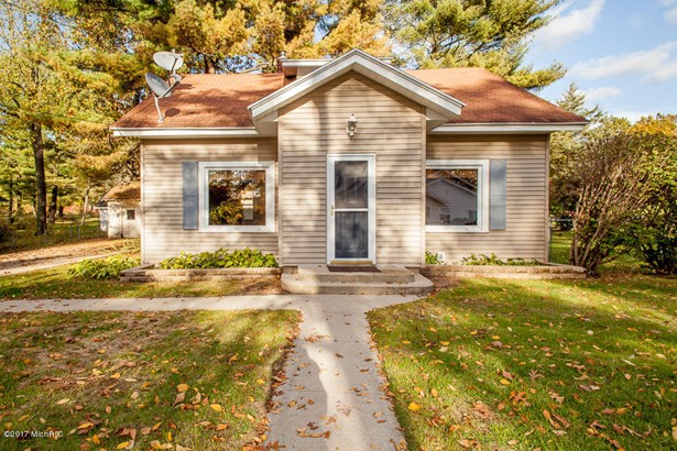 Single Family Residence, Traditional - Hickory Corners, MI (photo 1)