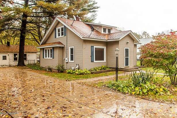 Single Family Residence, Traditional - Hickory Corners, MI (photo 3)