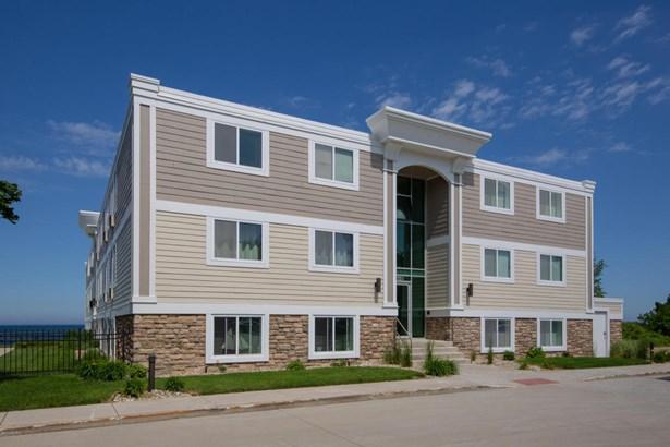 Condominium, Traditional - South Haven, MI (photo 1)
