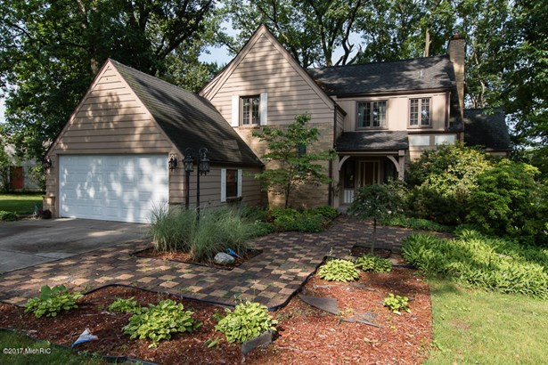 Tudor, Single Family Residence - Battle Creek, MI (photo 1)