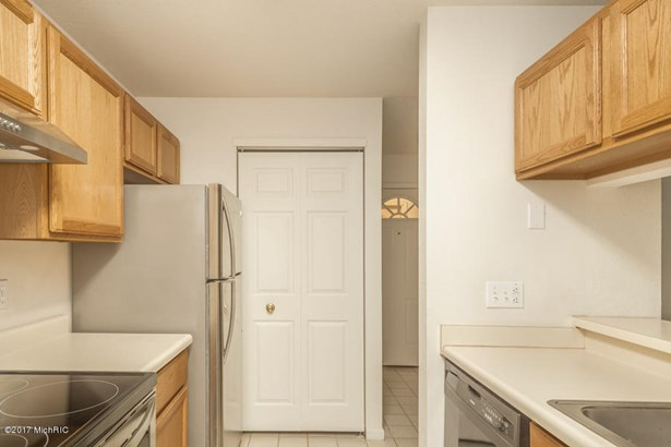 Condominium, Ranch - Marshall, MI (photo 5)