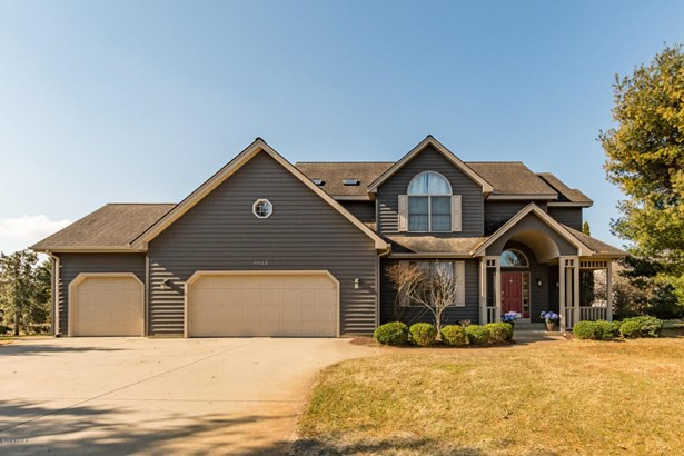 Single Family Residence, Traditional - Mattawan, MI (photo 1)
