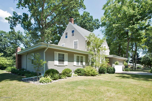Single Family Residence, Traditional - Battle Creek, MI (photo 5)