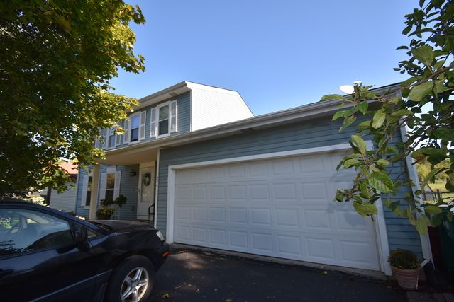 Traditional, Detached Single - Westmont, IL (photo 2)