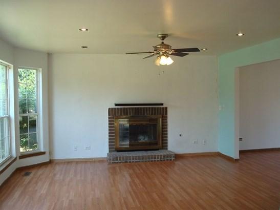 Contemporary, Detached Single - Zion, IL (photo 4)
