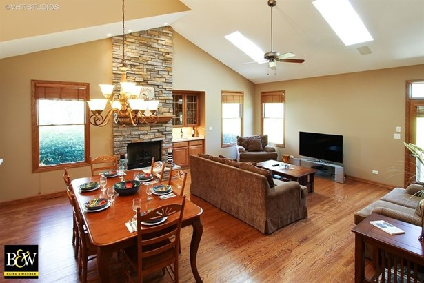 Townhouse - Antioch, IL (photo 2)