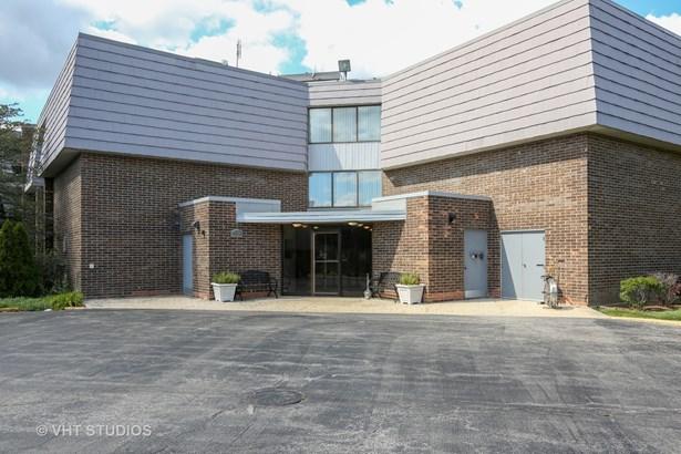 Condo - Westmont, IL