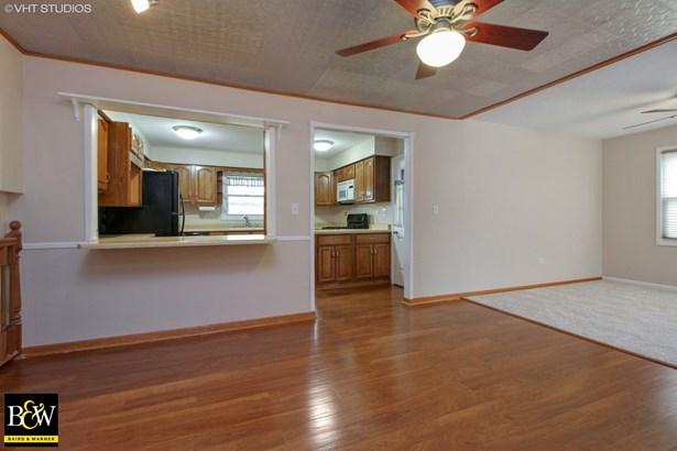 Tri-Level, Detached Single - Oak Forest, IL (photo 4)