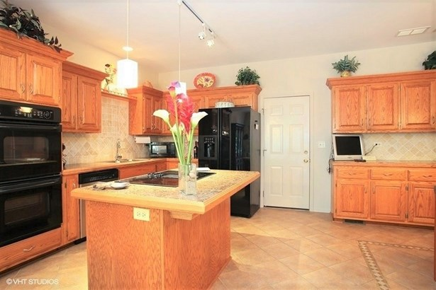 Townhouse - Roselle, IL (photo 4)