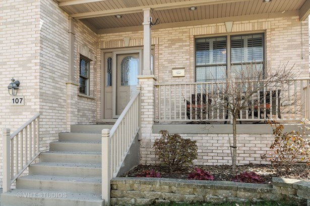 Traditional, Detached Single - Roselle, IL (photo 2)