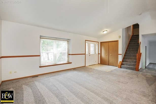 Detached Single - West Dundee, IL (photo 2)