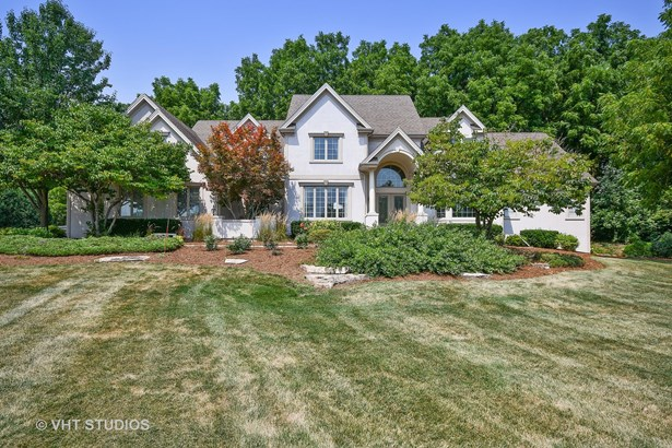 Traditional, Detached Single - St. Charles, IL