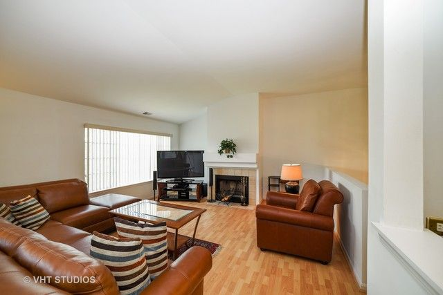 Condo - East Dundee, IL (photo 2)