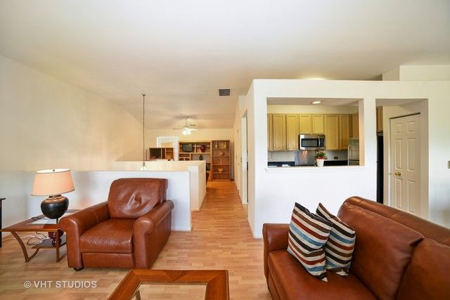 Condo - East Dundee, IL (photo 3)