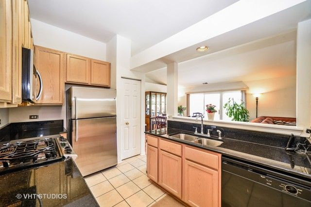 Condo - East Dundee, IL (photo 4)