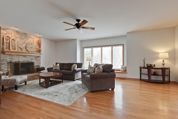 Traditional, Detached Single - Cary, IL (photo 3)