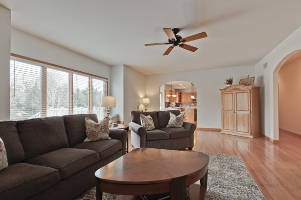 Traditional, Detached Single - Cary, IL (photo 5)