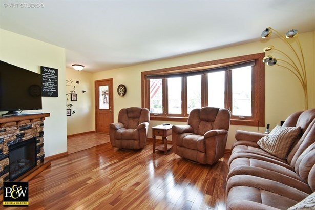 Bungalow, Detached Single - Orland Hills, IL (photo 2)