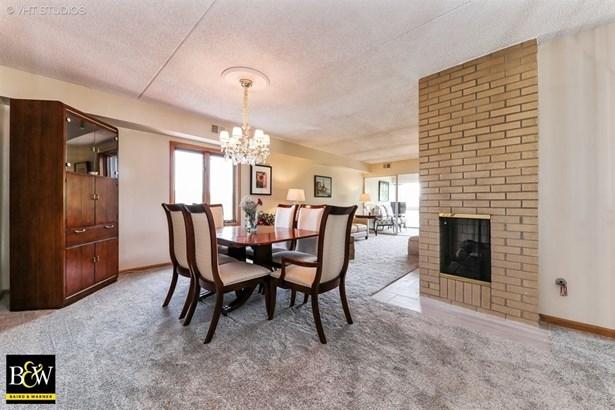 Condo - Oakbrook Terrace, IL (photo 4)