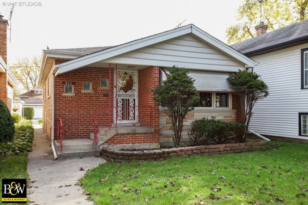 Bungalow, Detached Single - Bellwood, IL (photo 1)