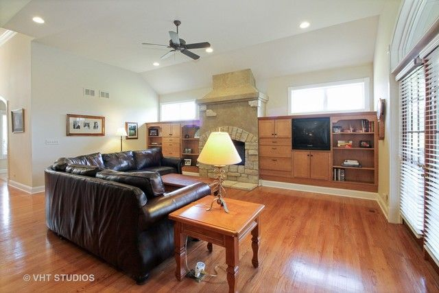 Traditional, Detached Single - Lakewood, IL (photo 3)