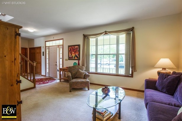 Traditional, Detached Single - Cary, IL (photo 4)