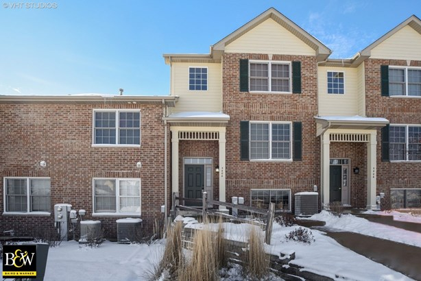 Townhouse - Mchenry, IL (photo 1)