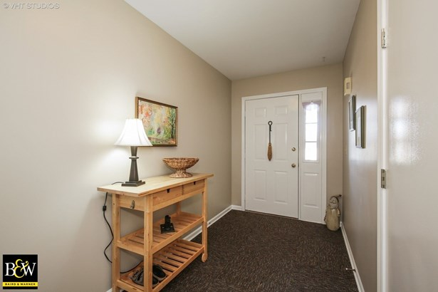 Townhouse - East Dundee, IL (photo 2)
