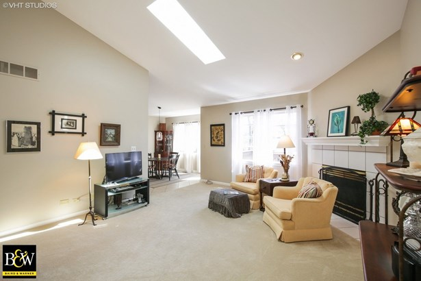Townhouse - East Dundee, IL (photo 3)