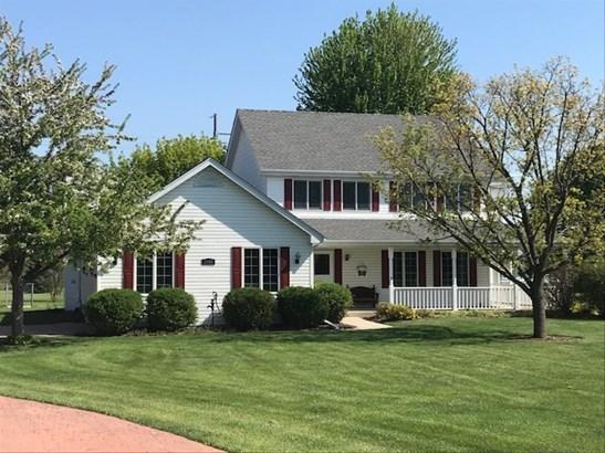 Farmhouse, Detached Single - Aurora, IL (photo 1)