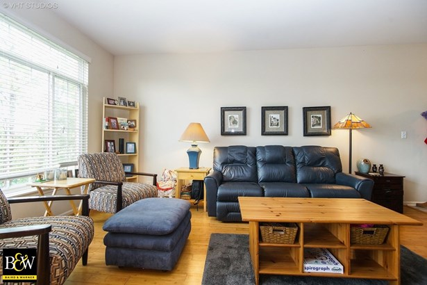 Townhouse - Glendale Heights, IL (photo 3)