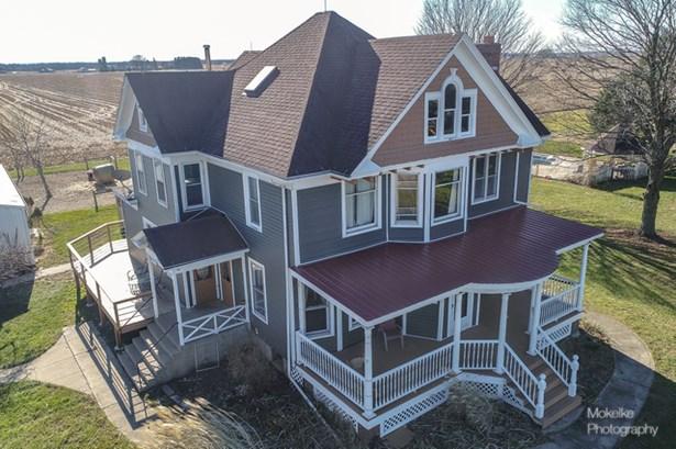 Farmhouse, Detached Single - Sandwich, IL (photo 1)