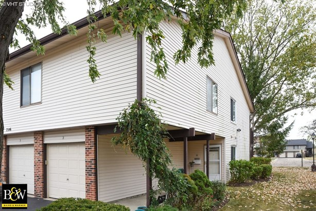 Townhouse - Hanover Park, IL (photo 1)